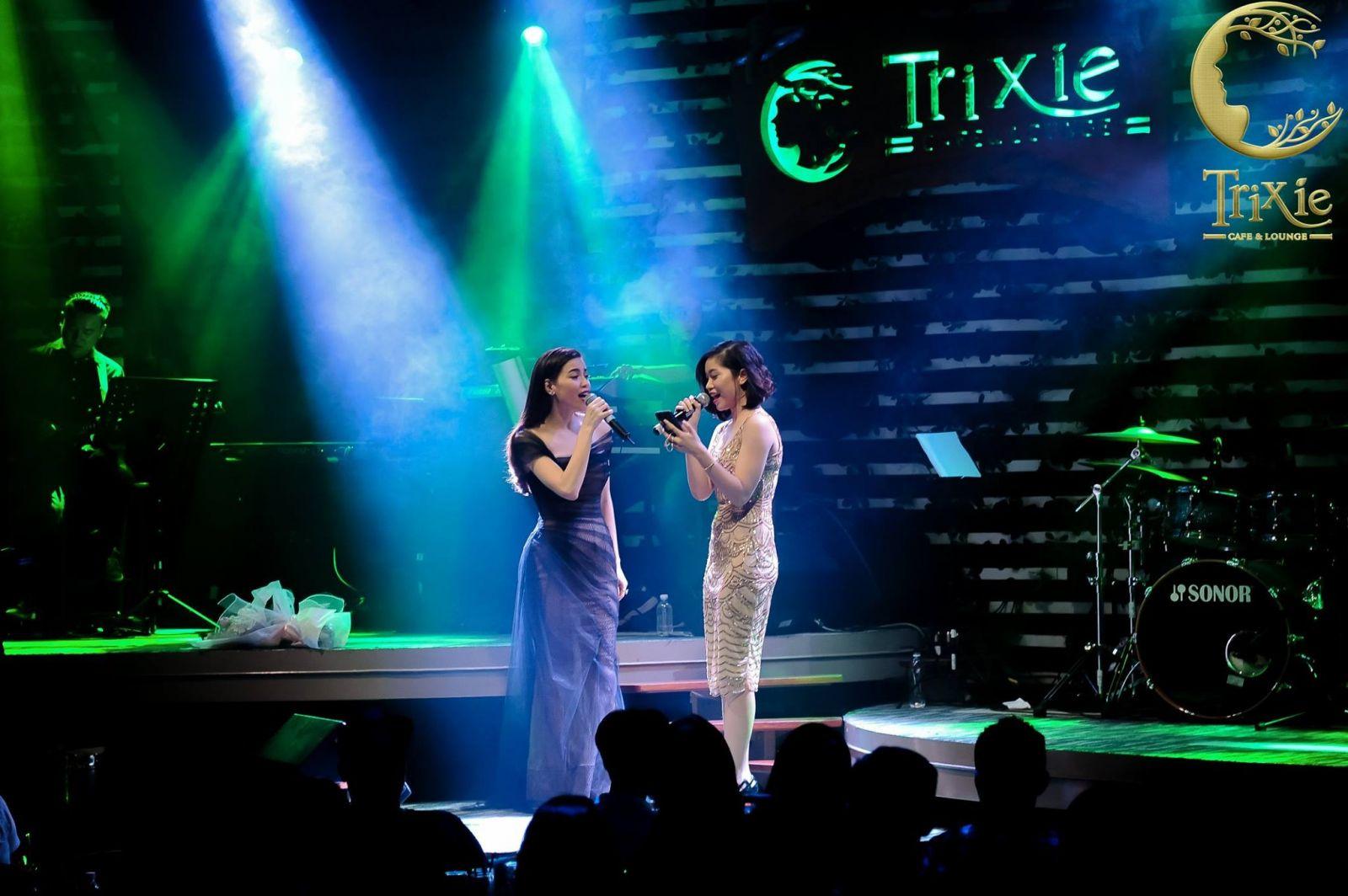 Song ca cùng thần tượng tại Trixie Cafe & Lounge