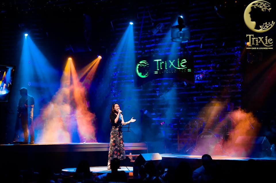 Nghe nhạc quốc tế bất hủ trong đêm nhạc quốc tế tại Trixie cafe Hà Nội