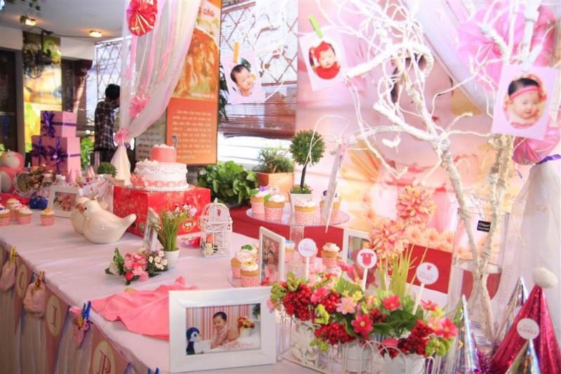 Trang trí tiệc sinh nhật cho bé gái
