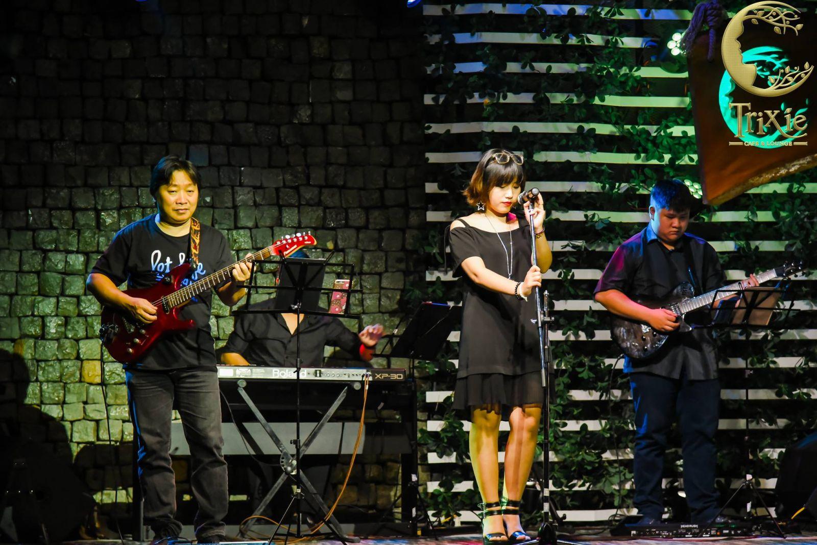 Quán cafe acoustic Hà Nội Trixie Cafe&Lounge