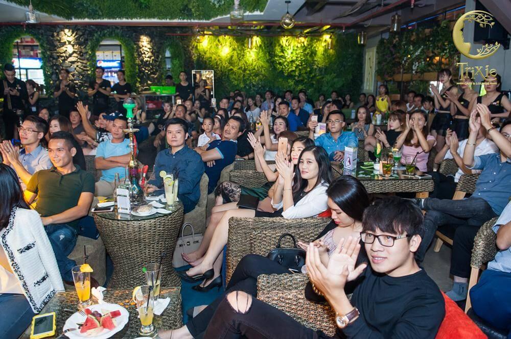 nhung-man-trinh-dien-bung-chay-tai-phong-tra-ca-nhac-trixie-5