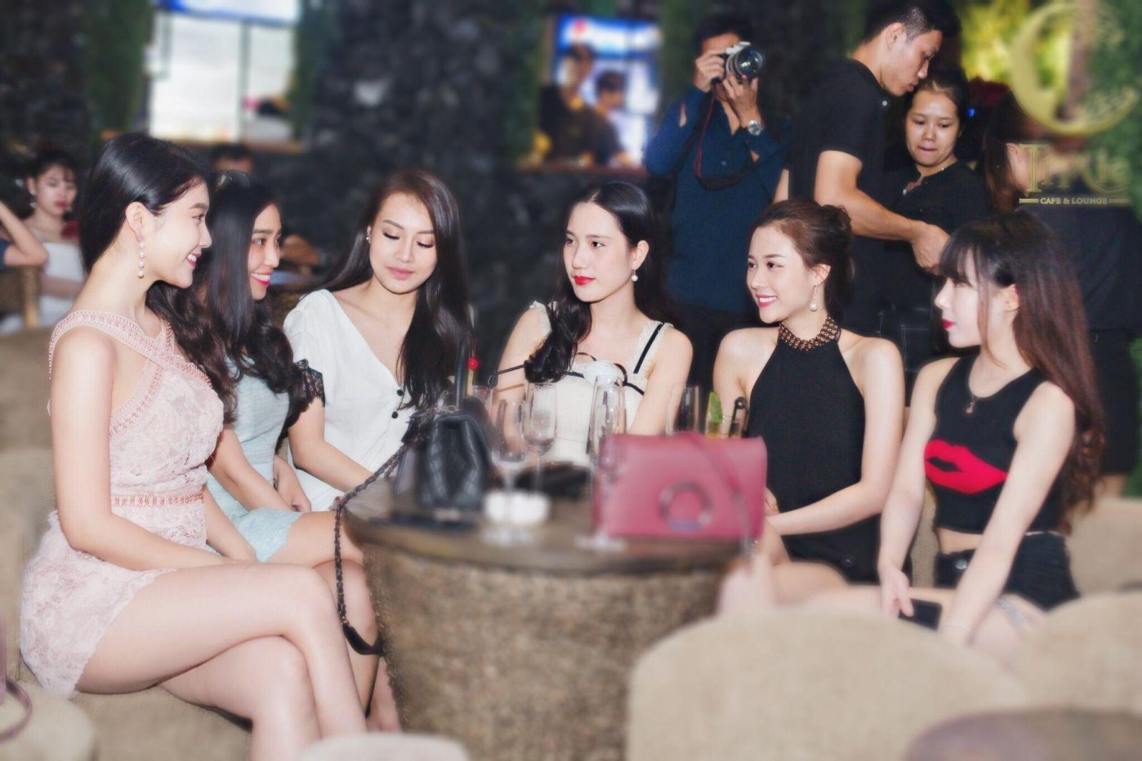 Quán cafe gái đẹp Hà Nội 2