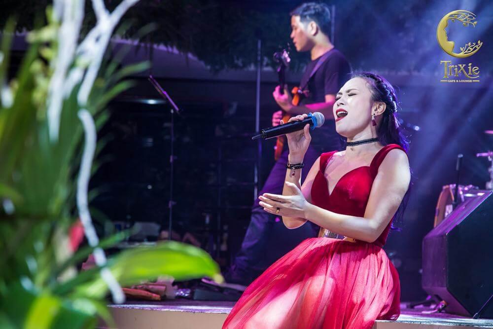 Ảnh độc của các ca sĩ tại cafe phòng trà Trixie ở Hà Nội