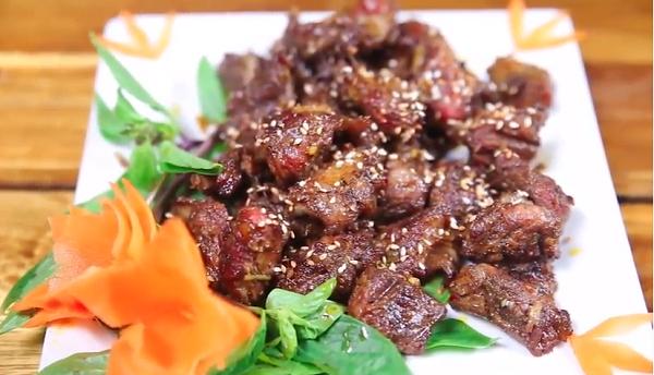 Thịt Dải Lợn Nướng Ớt Xiêm Xanh